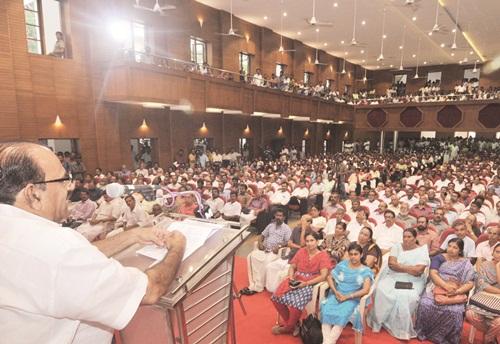 Kodiyeri Balakrishnan inaugurating Seminar on Threat of Communalism at Kochi on September 11, 2015